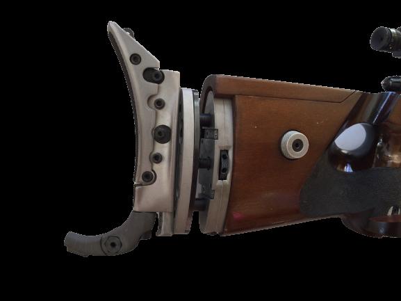 Detailaufnahme der Schulterstütze Einzellader Matchbüchse Anschütz Super Match Mod. 1813 im Kaliber 22 LR